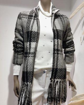 A cuadros,otra serie de la colección de @chic_seethemoon combinada con pantalón de pana y jersey con detalle.Para convertir un look, en EL LOOK🤍 . . #nuevacoleccion #ss2020 #tendencias2020 #tokutstyle #tokutbotigues #comerciolocal #mujerfemenina #modafemenina #modamujer #igersmataro #vilafrancadelpenedes #igersvic #igersterrassa