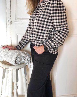 Una nueva blusa vichy te espera en Tokut🖤 . . #nuevacoleccion #nuevatemporada #fw20 #tokutbotigues #comerciolocal #mujerfemenina #modafemenina #modamujer #vilafrancadelpenedès #igersmataro #igersvic #igersterrassa