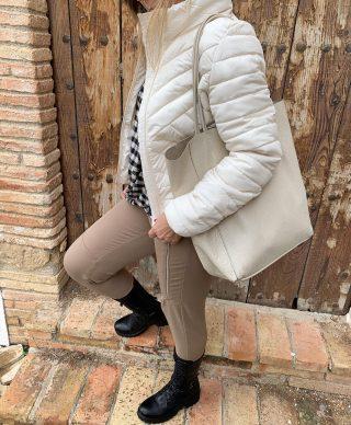 Casual en total beige con toque de cuadros al tono➰➰ . . #fw20 #nuevacoleccion #tendencias2020 #tokutstyle #modamujer #mujerfemenina #modafemenina #outfitoftheday #igersmataro #igersvilafranca #igersvic #igersterrassa
